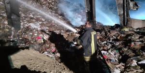 مهار آتش در کارخانه بازیافت کاغذ ارومیه