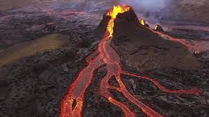 فوران آتشفشان فرودگاه جزیره قناری را تعطیل کرد