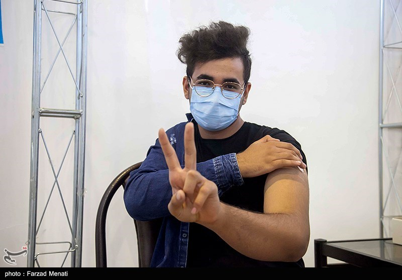عکس/ تزریق واکسن کرونا برای سنین ۱۲ تا ۱۸ سال در کرمانشاه