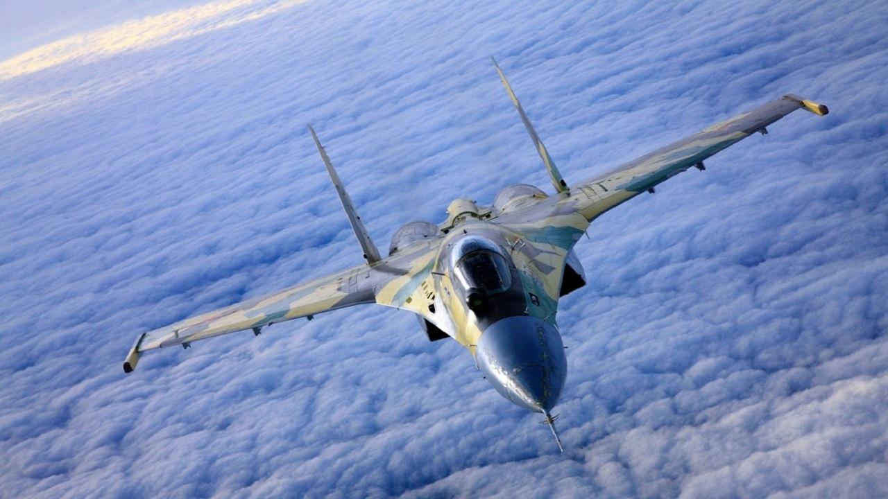 رهگیری و اسکورت بمبافکن آمریکایی در نزدیکی مرز روسیه