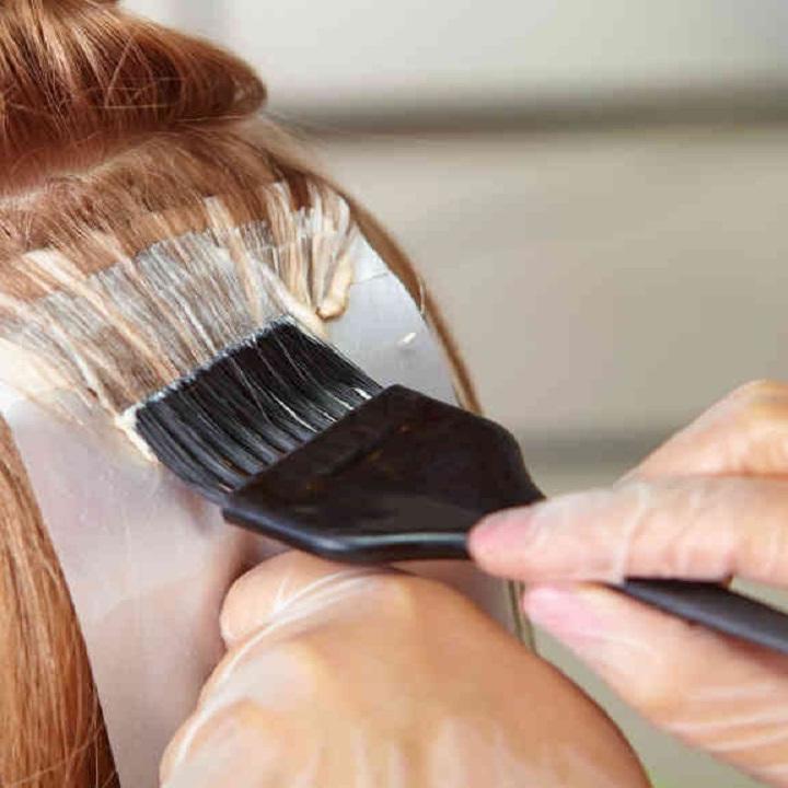 آیا رنگ کردن مو به موهای ما آسیب میزند؟
