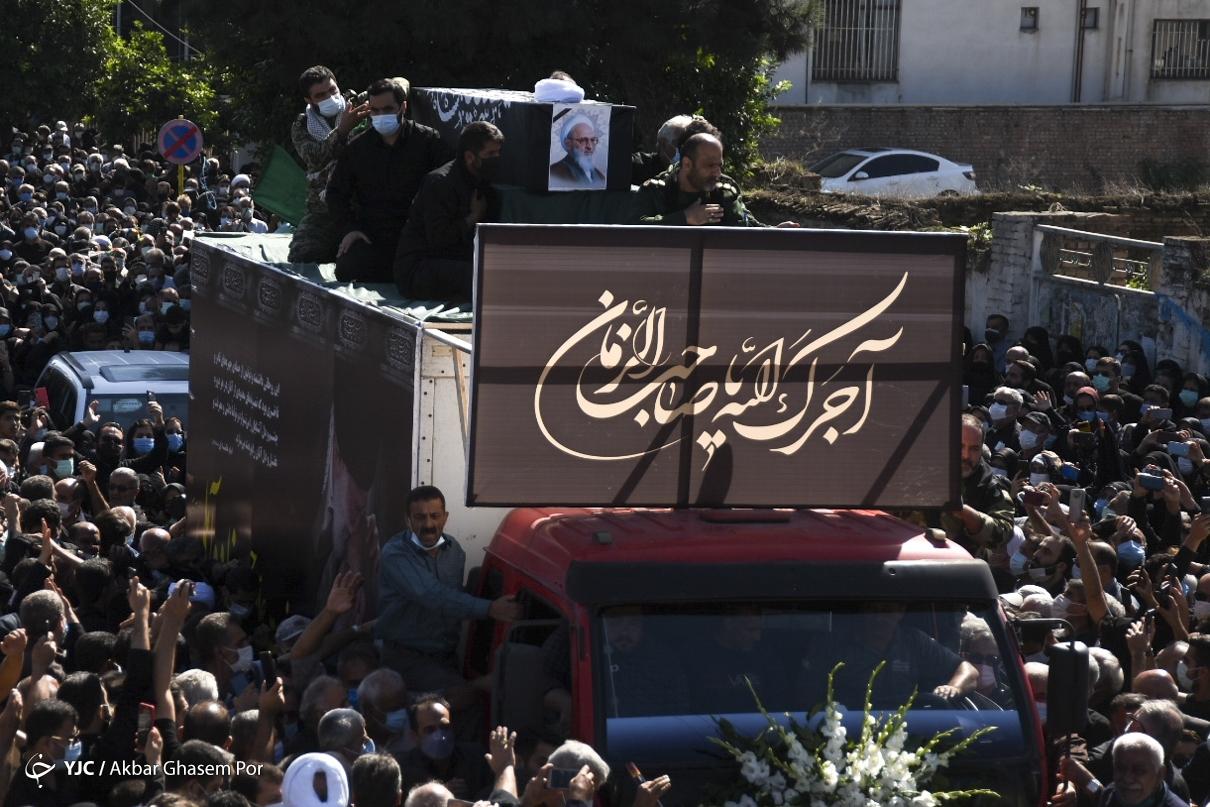 عکس/ وداع باشکوه مردم با پیکر علامه حسن زاده آملی در زادگاهش