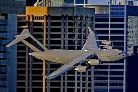 لحظه هولناک نزدیک شدن هواپیمای غول پیکر به برجهای مسکونی