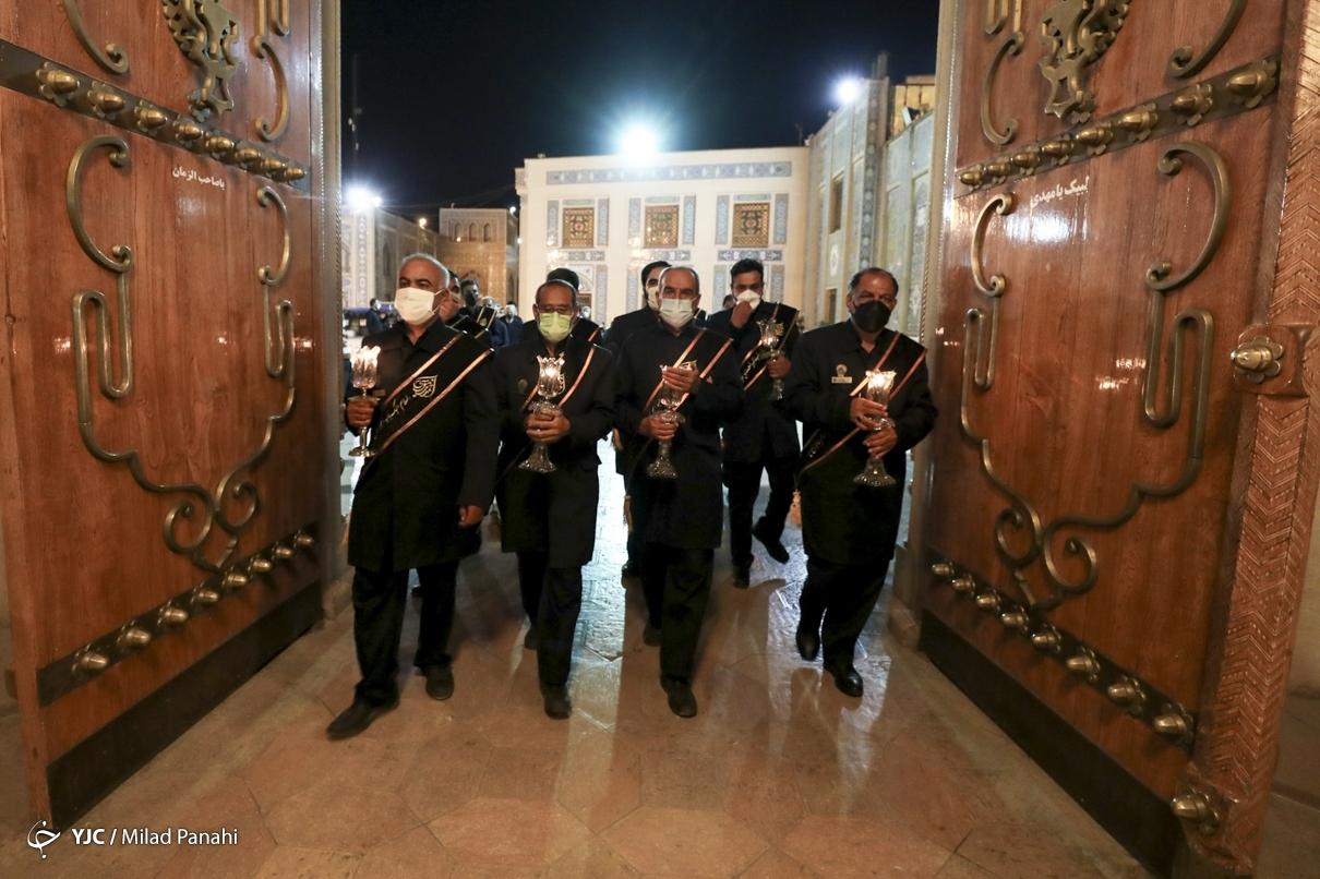 لالهگردانی خادمان حرم مطهر شاهچراغ (ع) در شب اربعین حسینی
