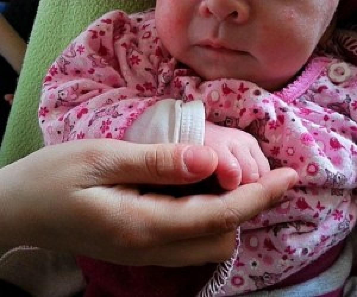اقدام وحشیانه مادر عصبی حین شیردادن به فرزندش