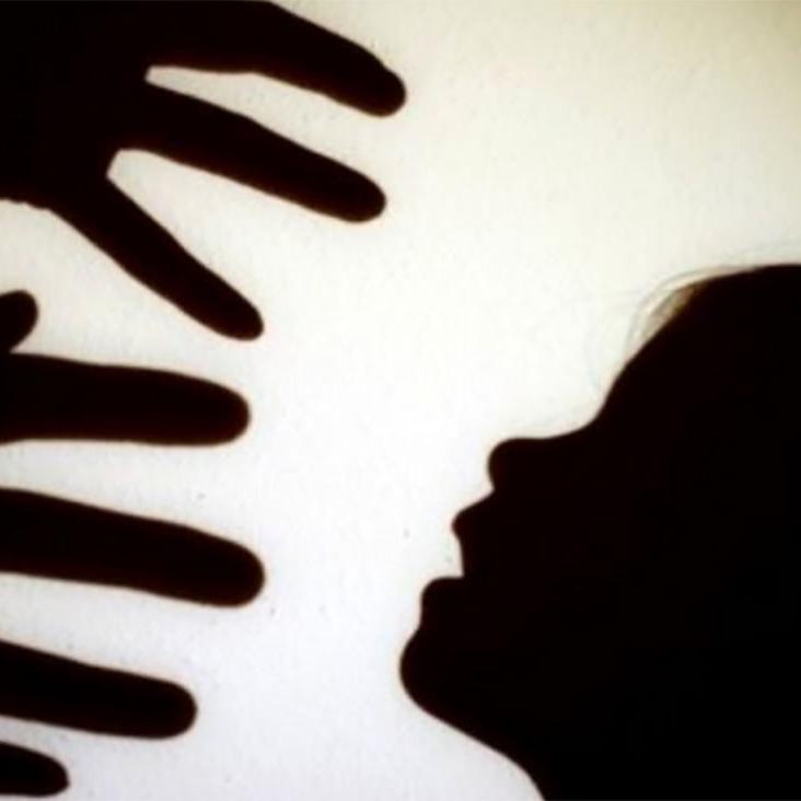 آزار شیطانی دختر 7 ساله توسط پدر همبازی اش