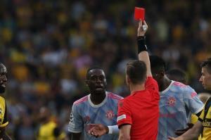 مدافع شیاطین سرخ بازی مقابل آتالانتا را نیز از دست داد