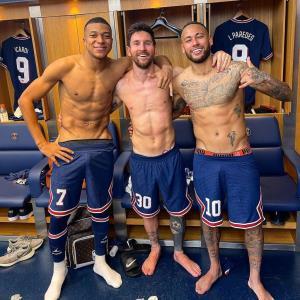 عکس یادگاری نیمار، مسی و امباپه پس از پیروزی