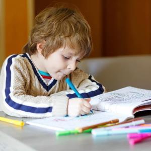 رفتار مناسب در مقابل بی رغبتی کودکان در انجام تکالیف مدرسه چیست؟