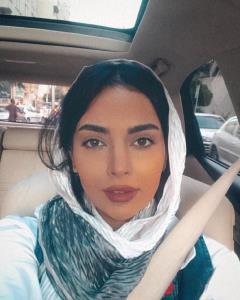 چهرهها/ ماشینگردی مهشید جوادی در یک ظهر پاییزی