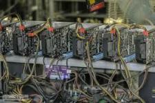 کشف ۱۷ دستگاه ماینر قاچاق از یک دامداری در خنداب