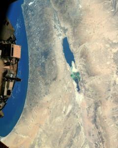 عکس فضانورد مقیم ایستگاه فضایی از