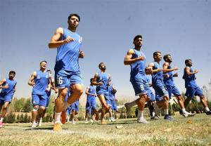 بازگشت مربی آبیپوشان و گوشزد کردن نکات فنی مربیان به بازیکنان