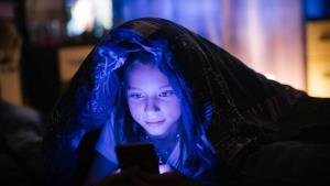 خواب ضعیف کودکان پیامد بازی با تلفن همراه در شب