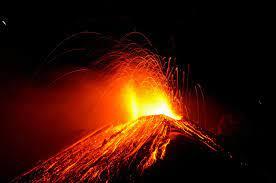 ویدئویی هولناک از فورانِ بی وقفه آتشفشان در جزیره لاپالما