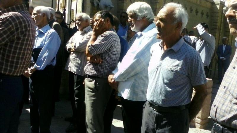 بازنشستگان آموزشوپرورش یزد خواستار رفع تبعیض در پرداخت حقوقها شدند