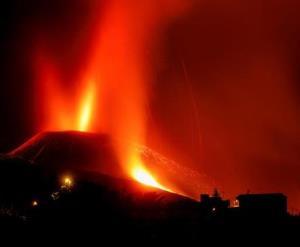 تداوم فوران آتشفشان «کامبر ویجا» بعد از سه هفته
