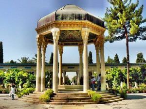شاعری که حافظه هر ایرانی است