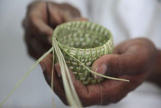 «کُلش بافی» با ساقههای گندم در قزوین