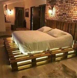 تخت دو نفره تمام چوب