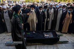 خاکسپاری مدیر مرکز خدمات استان قم با حضور شخصیت های حوزوری