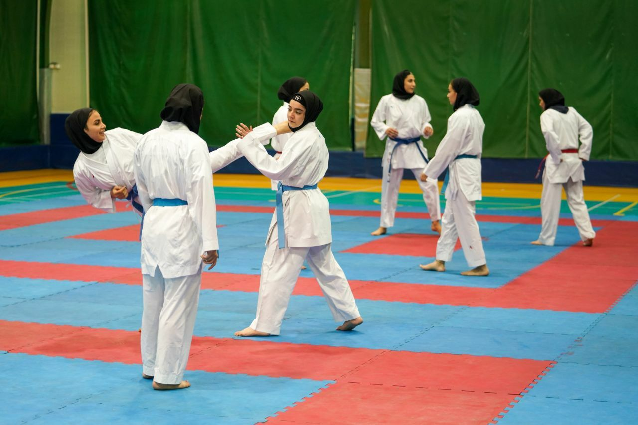 یک گیلانی سرمربی تیم ملی کاراته امید بانوان کشور شد