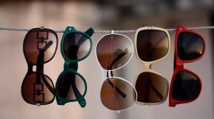 توقیف خودروی حامل عینک های قاچاق در قم