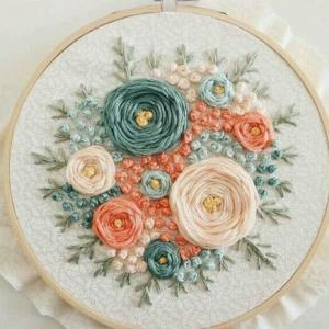 با این گل های خوشگل لباس ها را تزئین کنید