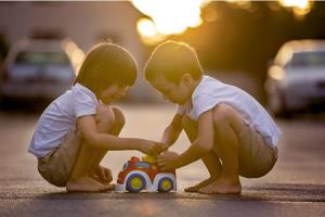 5 روش مفید برای تربیت فرزند دست و دلباز