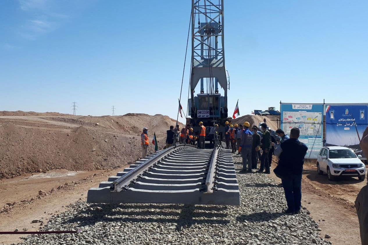 مشکلات راههای فارس با حضور وزیر راه و شهرسازی بررسی شد