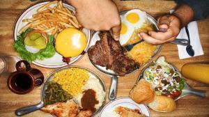 چرا برخی از افراد زیاد غذا میخورند؟