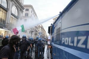 ایتالیا؛ درگیری معترضان به اجباری شدن گواهینامه کرونایی با پلیس