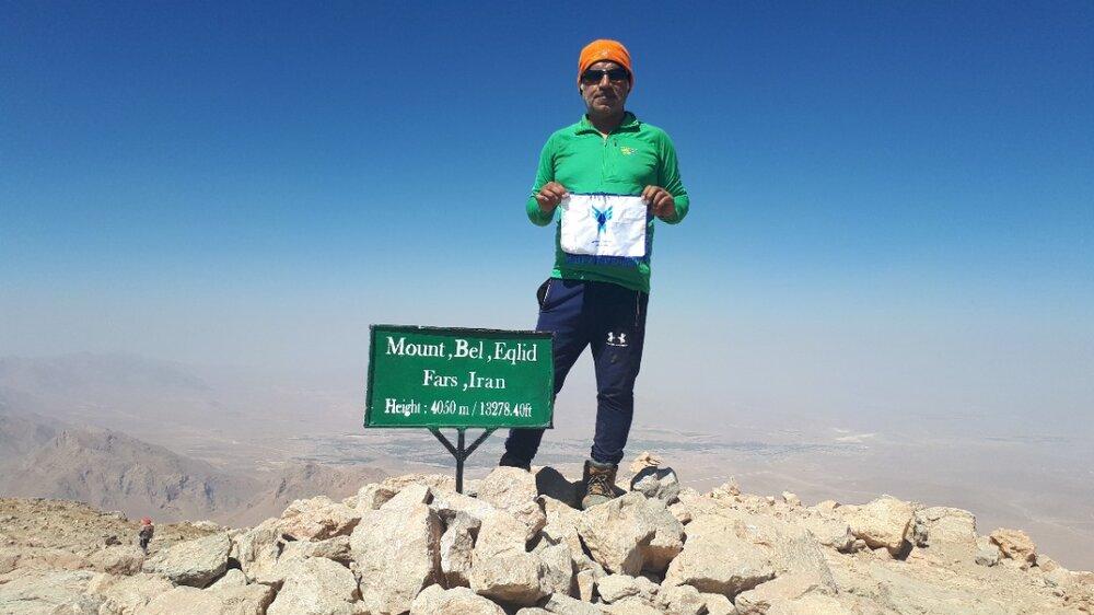 صعود کوهنورد دانشگاه آزاد اسلامی به بام استان فارس
