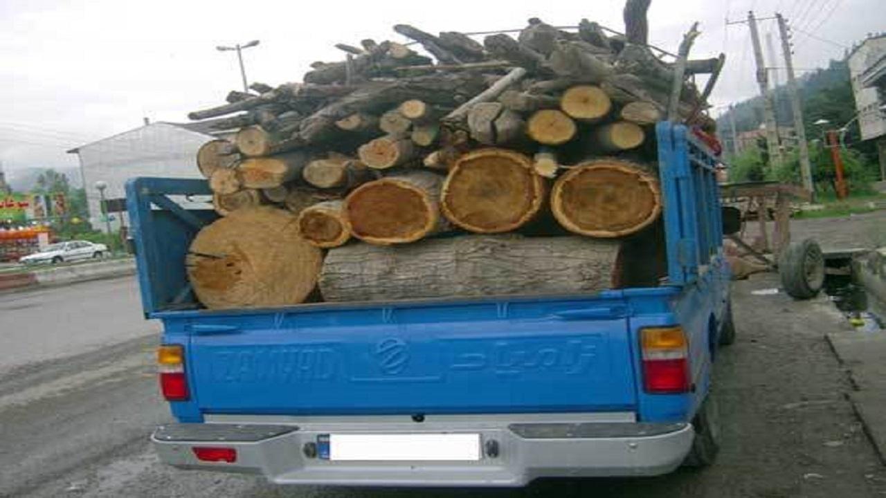 توقیف خودرو قاچاقچیان چوب در زرین آباد