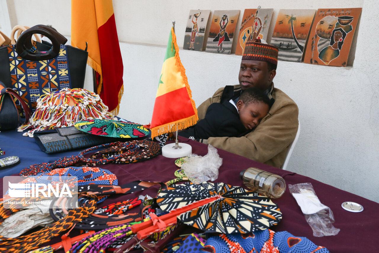 بازارچه تولیدات و هنرهای دستی ناشنوایان