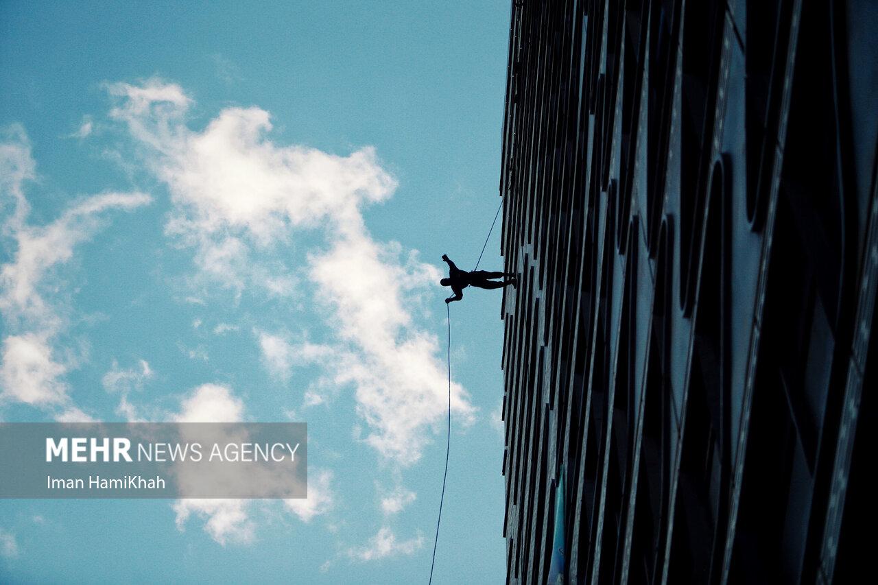 عکس/ مانور راپل یگان ویژه نیروی انتظامی در همدان