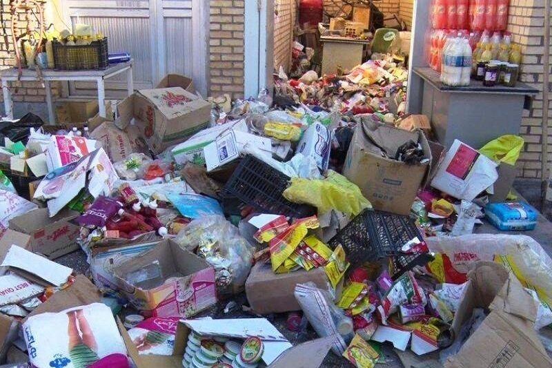 بیش از ۴ تن مواد غذایی فاسد در سنندج کشف و ضبط شد