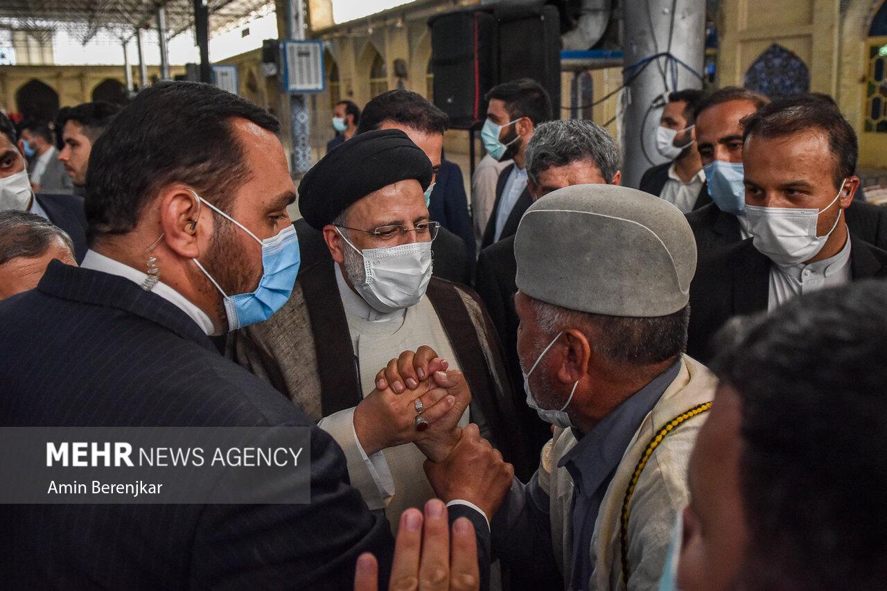 عکس/ دیدار صمیمانه رئیسی با اقشار مختلف مردم در شیراز