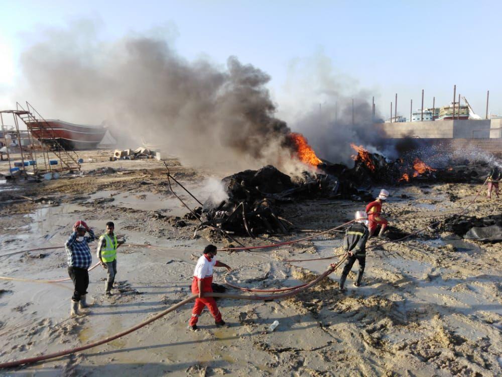 افراد ناشناس نماد لنج میدان دفاعمقدس بندرعباس را به آتش کشیدند