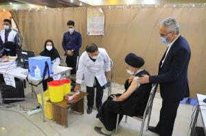 نماینده ولی فقیه در خراسان جنوبی دُز اول واکسن برکت را دریافت کرد