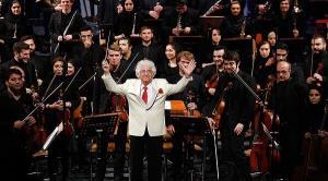 بخشی از ارکستر فیلارمونیک ارمنستان به رهبری لوریس چکناوریان