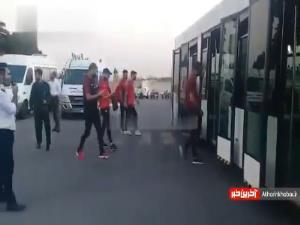 کاروان تیم پرسپولیس به سمت هواپیما رفتند تا ایران را به مقصد عربستان ترک کنند