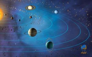 چرا سیارات منظومهی شمسی بر روی یک صفحه میچرخند؟