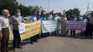 تجمع معلمان اهوازی و کارمندان آموزشوپرورش مقابل صداوسیمای خوزستان