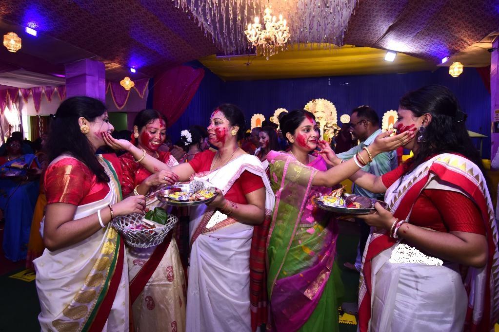 سنت جالب زنان هندی در جشن «دورگا پوجا»
