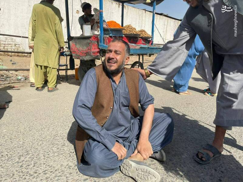 غم سنگین مرد افغان پس از انفجار مسجد قندهار