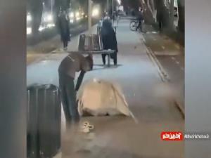 ویدیویی زیبا از نماز خواندن یک کودک کار در خیابان