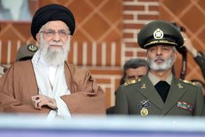 امیر موسوی: مدال پر افتخار ارتش حزب الله را از سوی فرمانده کل قوا بر سینه داریم