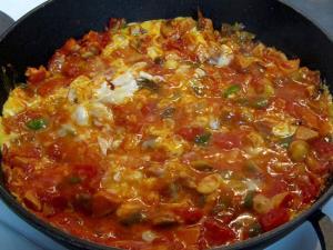صبحانه ای مقوی با املت گوجه �رنگی و تن ماهی