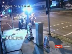 دزد استرالیایی با لودر، موتور سیکلت سرقت کرد